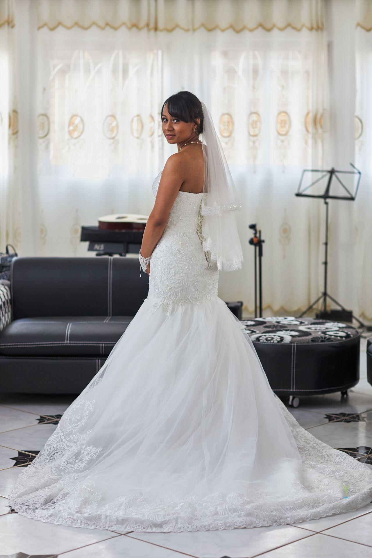 0075_Mariage_Tojo_Tandrify_18-08-04 7 clichés importants durant les préparatifs de la mariée