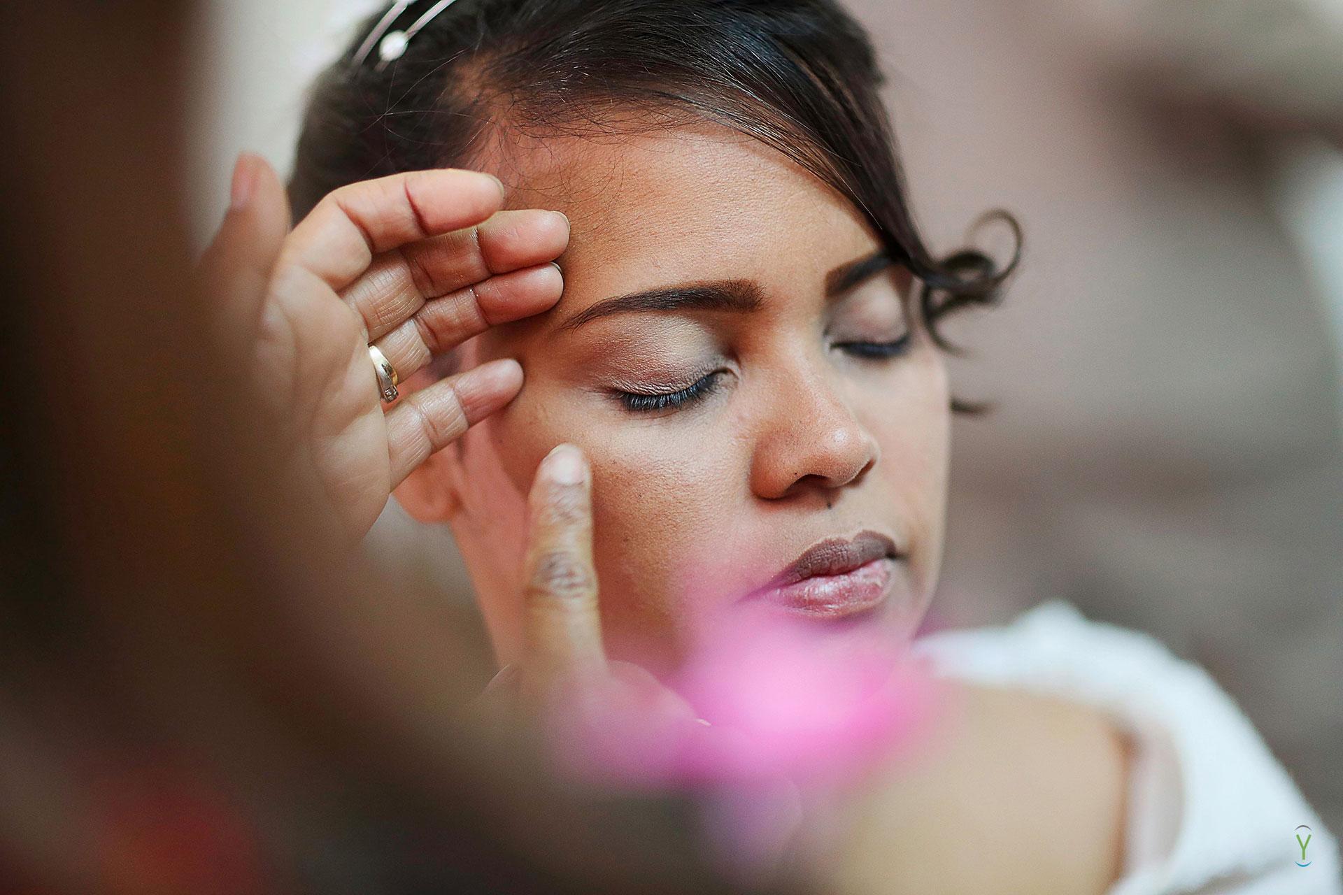 0097_Bq-i_Mariage_prépa_14-09-06 7 clichés importants durant les préparatifs de la mariée